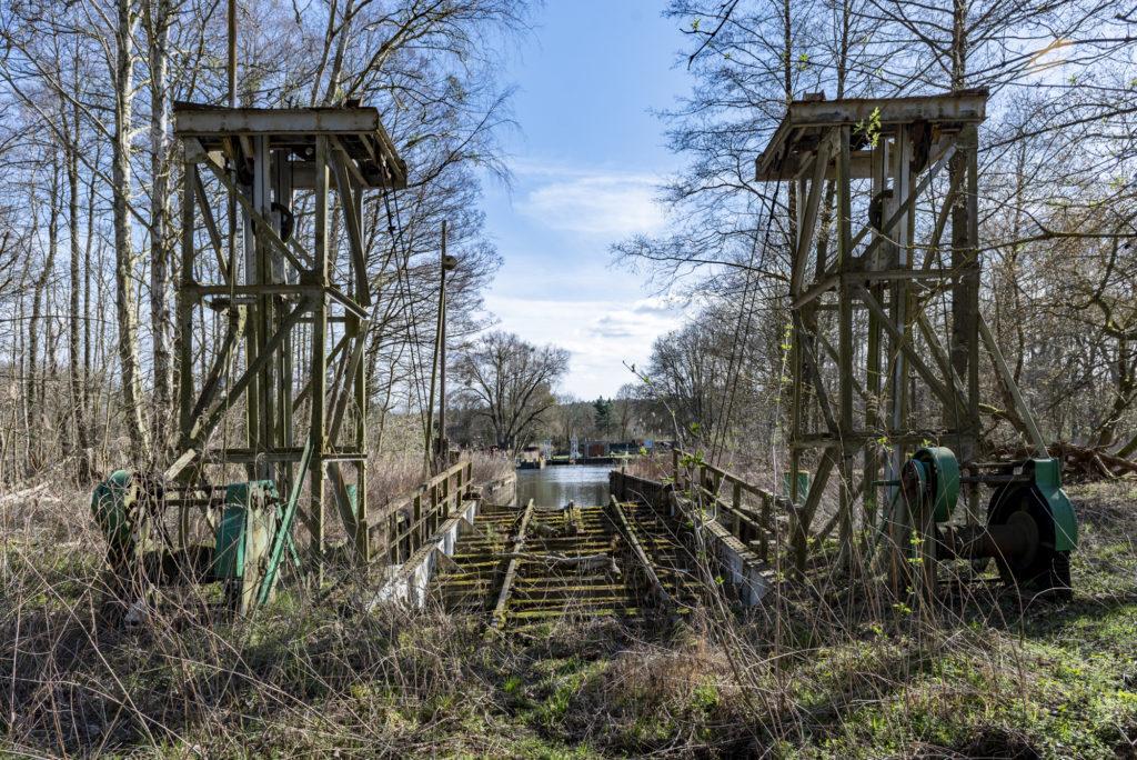 Die nördliche Landebrücke der Eisenbahnfähre mit den zwei Tragwerken. Foto: Christoph Löffler, Berlin