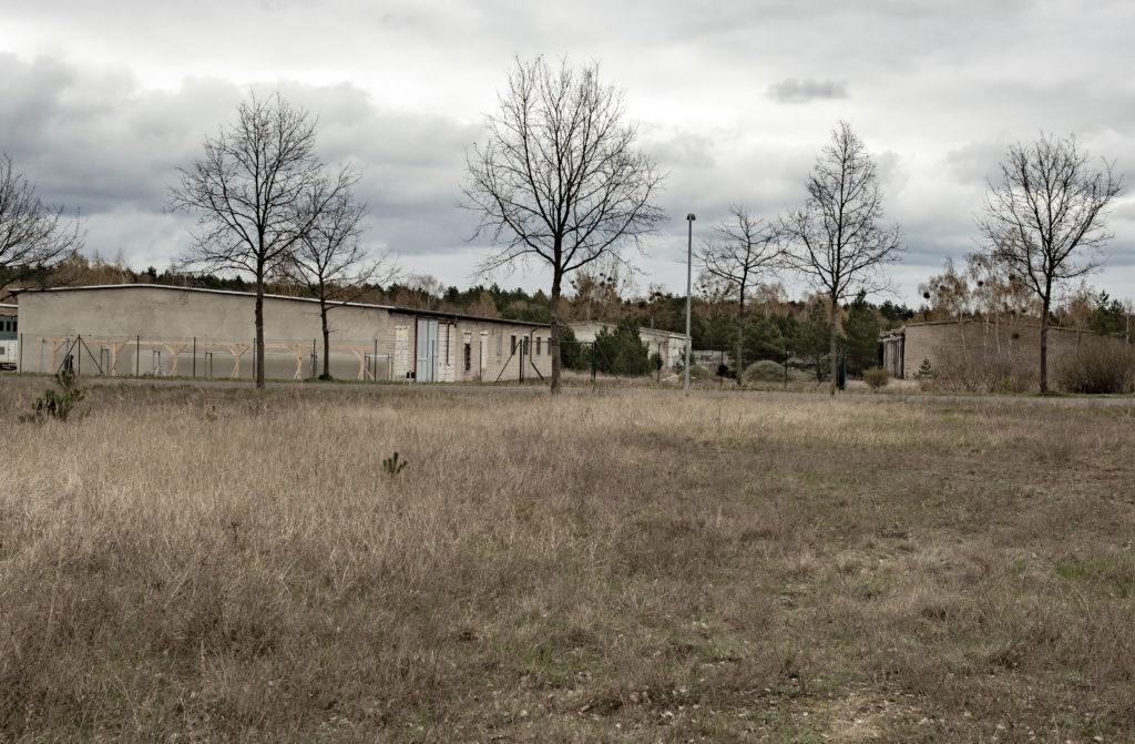 Reste sowjetischer Bebauung auf dem Gelände des ehemaligen WVHA-Ausweichlagers Ravensbrück. Foto: Christoph Löffler, Berlin