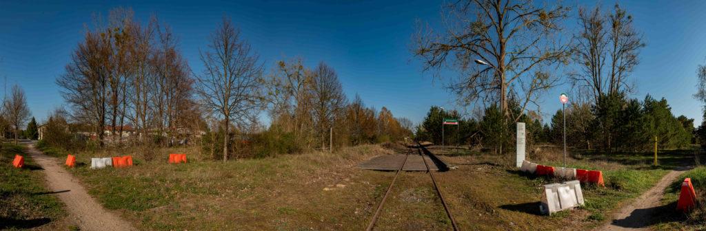 Der ehemalige Bahnhof Ravensbrück, links befand sich der Zugang zum WVHA-Ausweichlager und der Standort des Blockhauses. Foto: Christoph Löffler, Berlin