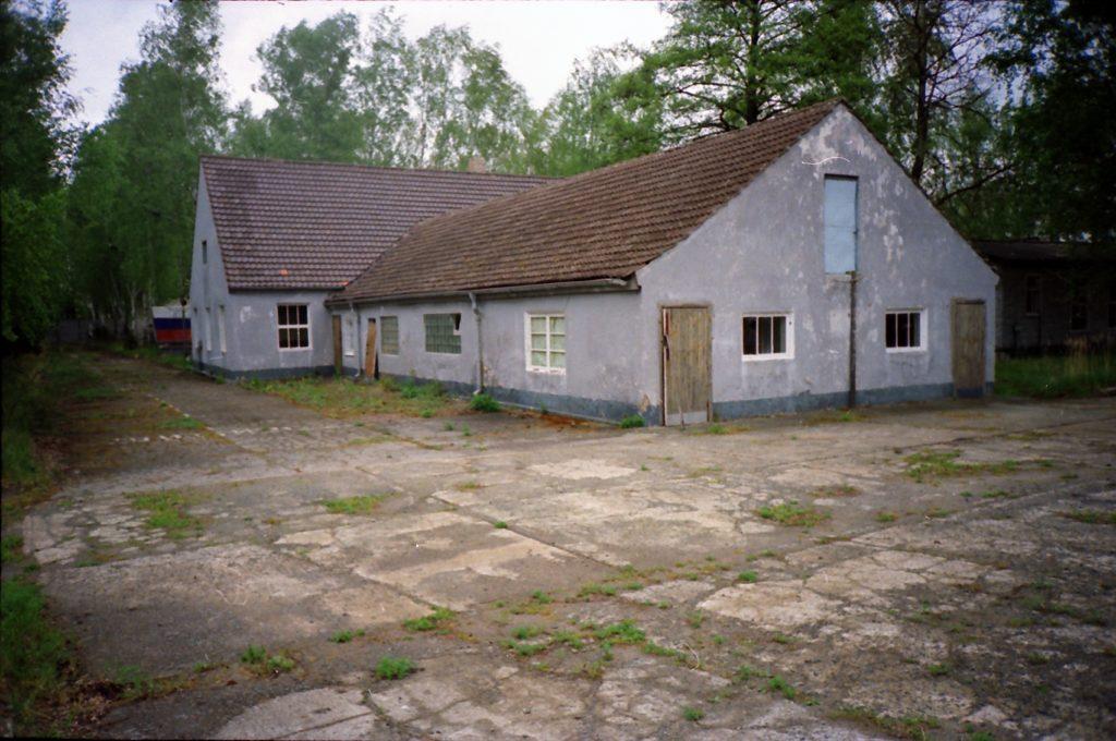 Der ehemalige Schweine- und Pferdestall im Jahr 1995. Foto: Reinhard Plewe (Privatbesitz R. Plewe)
