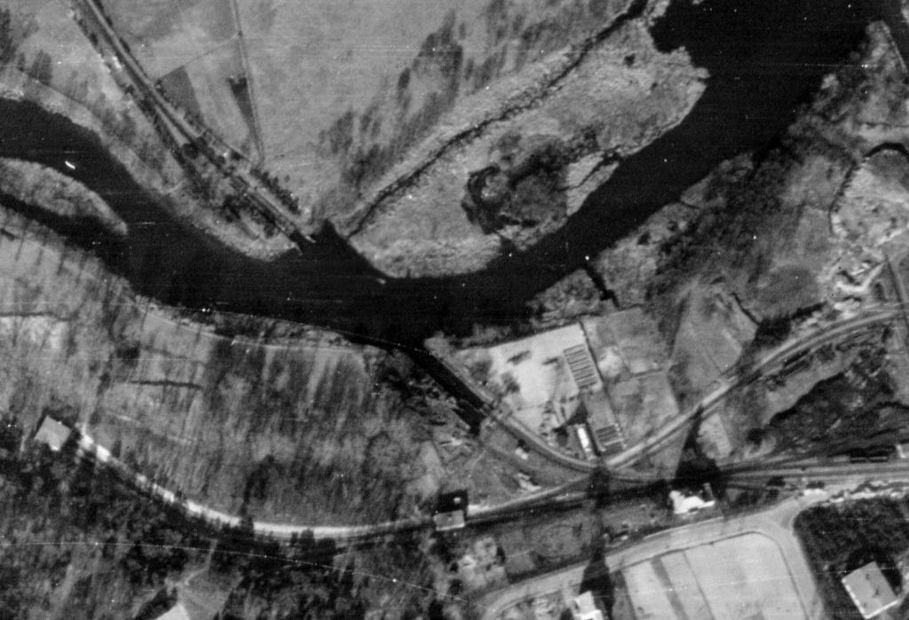 Alliiertes Luftbild der Eisenbahnfähre, März 1945. Fotograf/in unbekannt (NCAP/ncap.org.uk)