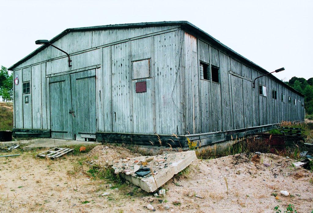 Eine von vier ehemaligen Beutegutbaracken im Jahr 1994. Foto: Heinz Heuschkel (MGR/SBG, Foto-Nr. 96/1709)