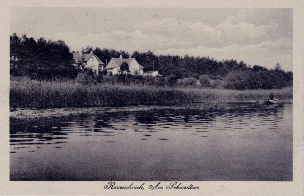 Ansichtskarte vom Schwedtsee, links die Villa des Rechtsanwalts Erich Grieß, das spätere SS-Kinderheim, ca. 1930. Fotograf/in unbekannt (Sammlung Matthias Roth)