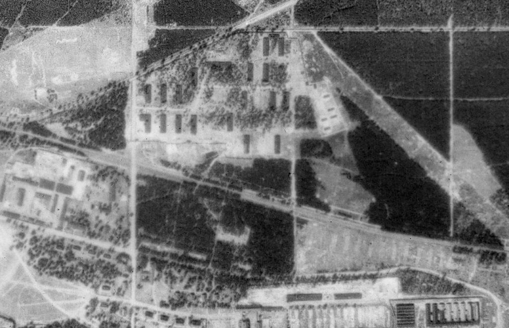 Luftbild vom ehemaligen WVHA-Ausweichlager Ravensbrück, 1953. Fotograf/in unbekannt (GeoBasis-DE/LGB (1953))