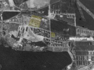 Alliiertes Luftbild vom 23. März 1945, Ausschnitt und Markierung SS-Bauleitung. Fotograf/in unbekannt (NCAP/ncap.org.uk)