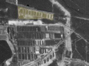 Alliiertes Luftbild vom 23. März 1945, Ausschnitt und Markierung Nachschubsammellager. Fotograf/in unbekannt (NCAP/ncap.org.uk)